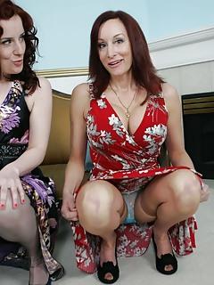 Moms Upskirt Pics
