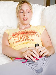 Moms Masturbation Pics